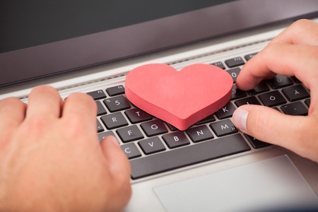 online dating sites for single moms For single parents, there are some specific online dating sites geared just for them here, we review a few of those sites and give you the good and the bad of each.